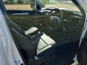 Toyota Hilux 2.0 S (aircon) - Image 5