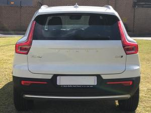 Volvo XC40 D4 Momentum AWD Geartronic - Image 4