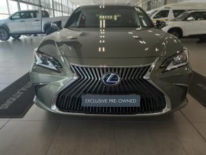 Lexus ES 300h EX - Image 2