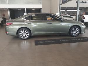 Lexus ES 300h EX - Image 3