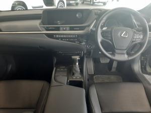Lexus ES 300h EX - Image 7