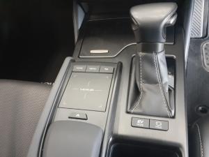 Lexus ES 300h EX - Image 8