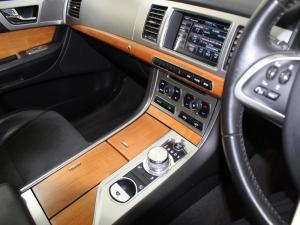 Jaguar XF 2.2 D Premium LUX - Image 12