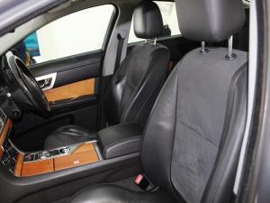Jaguar XF 2.2 D Premium LUX - Image 5