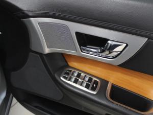 Jaguar XF 2.2 D Premium LUX - Image 9