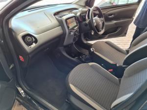Toyota Aygo 1.0 X-Clusiv - Image 5
