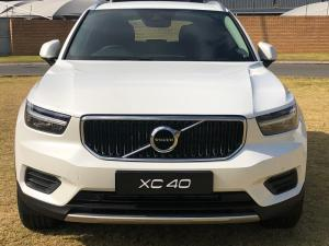 Volvo XC40 D4 Momentum AWD Geartronic - Image 2