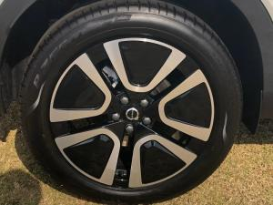 Volvo XC40 D4 Momentum AWD Geartronic - Image 5