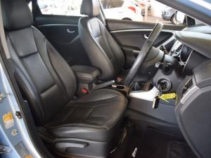 Hyundai i30 1.8 GLS - Image 10