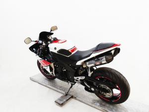 Yamaha YZF R1 - Image 5