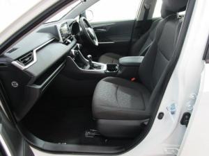 Toyota RAV4 2.0 GX - Image 9