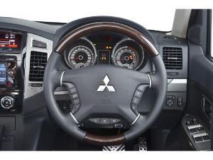 Mitsubishi Pajero 3-door 3.2DI-D GLS - Image 3