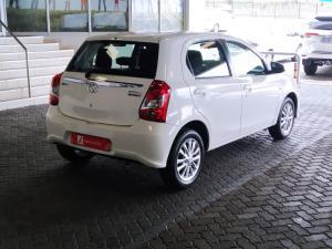 Toyota Etios hatch 1.5 Xs - Image 5