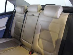 Volkswagen Jetta 1.6TDI Comfortline auto - Image 7