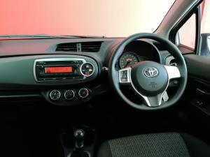 Toyota Yaris 5-door 1.3 XS - Image 4