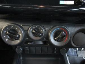 Toyota Hilux 2.8 GD-6 RB Legend automaticE/CAB - Image 13