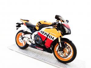 Honda CBR 1000RR Fireblade - Image 2