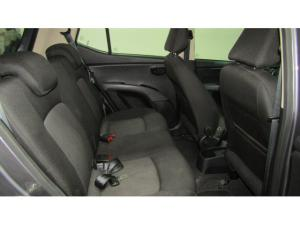 Hyundai i10 1.1 GLS - Image 8
