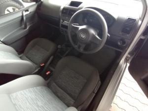 Volkswagen Polo Vivo sedan 1.6 Trendline - Image 5