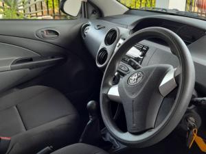 Toyota Etios hatch 1.5 Xi - Image 5