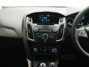 Ford Focus sedan 1.0T Ambiente - Image 10