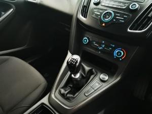 Ford Focus sedan 1.0T Ambiente - Image 11