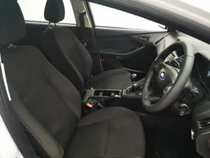 Ford Focus sedan 1.0T Ambiente - Image 12