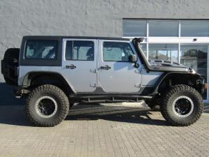 Jeep Wrangler Unltd Rubicon 3.6L V6 automatic - Image 3