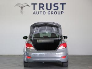 Hyundai Accent 1.6 GLS/FLUID - Image 10