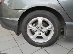 Honda Civic sedan 1.8 EXi automatic - Image 7