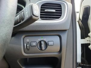 Volvo V40 D3 Momentum - Image 8