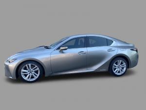 Lexus IS 300h EX - Image 3