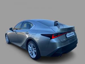 Lexus IS 300h EX - Image 4