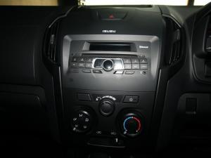 Isuzu D-Max 250 double cab Hi-Ride auto - Image 16