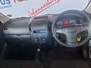 Isuzu KB 250 Fleetside - Image 6
