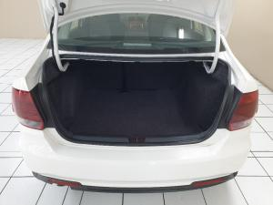 Volkswagen Polo sedan 1.4 Trendline - Image 9