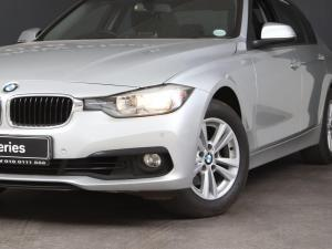 BMW 3 Series 320i - Image 2