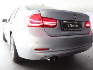 BMW 3 Series 320i - Image 9