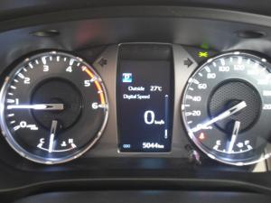 Toyota Hilux 2.4GD-6 4x4 Raider auto - Image 5