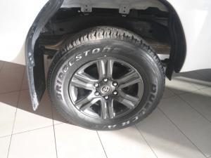 Toyota Hilux 2.4GD-6 4x4 Raider auto - Image 6