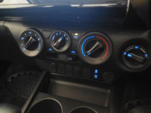 Toyota Hilux 2.4GD-6 4x4 Raider auto - Image 8