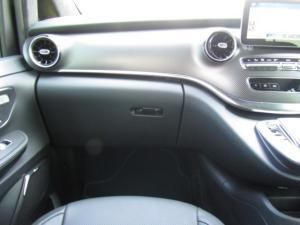 Mercedes-Benz V300d Exclusive - Image 3