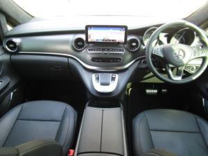 Mercedes-Benz V300d Exclusive - Image 4