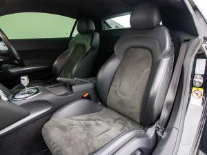 Audi R8 4.2 FSi Quattro - Image 11