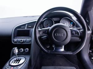 Audi R8 4.2 FSi Quattro - Image 12