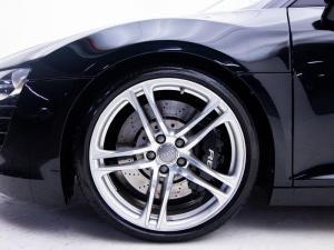 Audi R8 4.2 FSi Quattro - Image 7