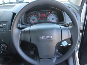 Isuzu D-Max 250 Fleetside safety - Image 14