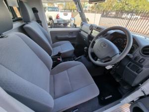 Toyota Land Cruiser 79 Land Cruiser 79 4.5D-4D LX V8 - Image 11