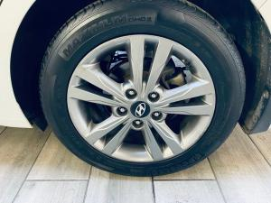 Hyundai Elantra 1.6 Executive auto - Image 11