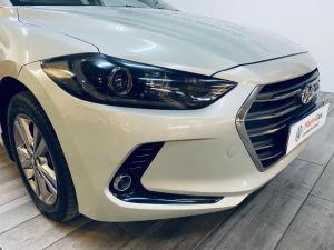 Hyundai Elantra 1.6 Executive auto - Image 4